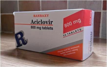En la foto hay una caja de tabletas de Aciclovir 800mg